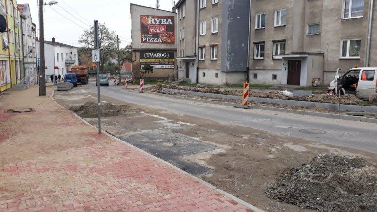 Trwają prace na drogach powiatu